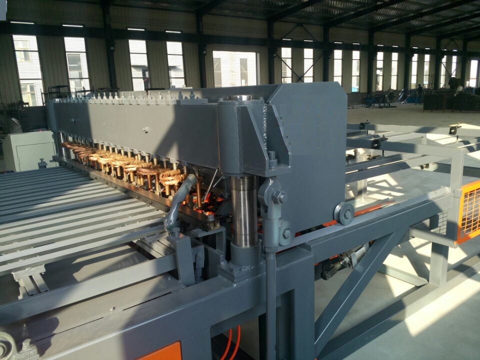 CNC welded mesh machine