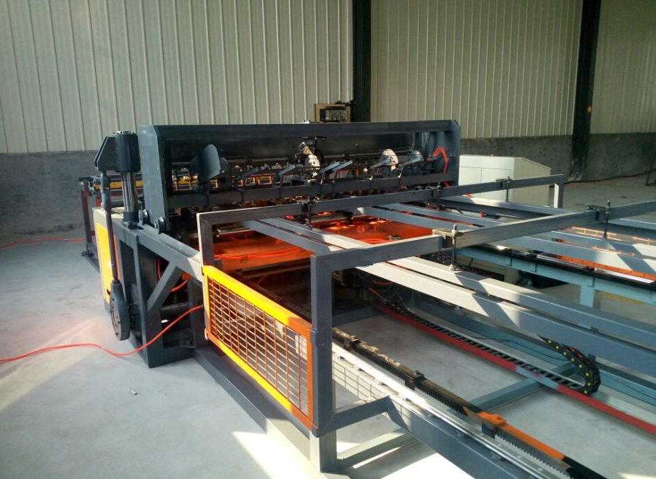 welded fence machine